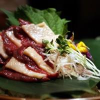 桜肉とタテガミの紅白馬刺し