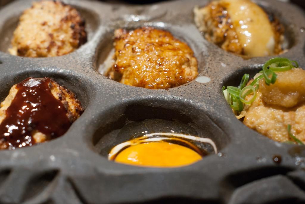 六角鶏の定番、ふわふわな食感のつくね盛り