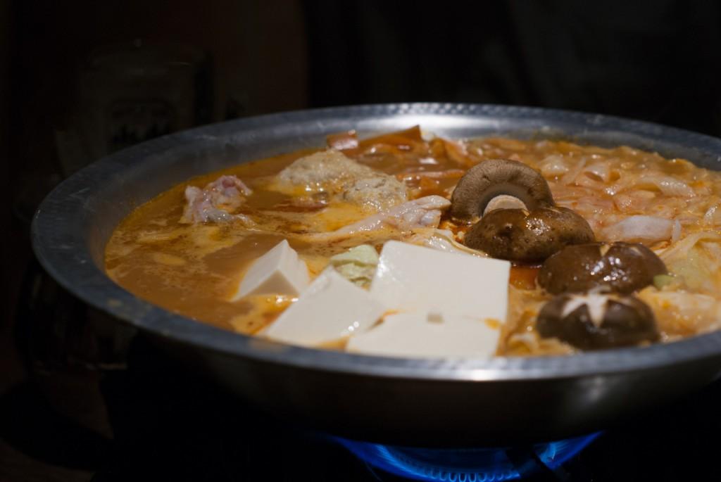 骨付き鶏の鶏赤鍋