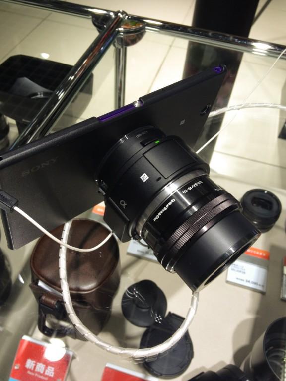 QX-1はレンズズームキットとして展示