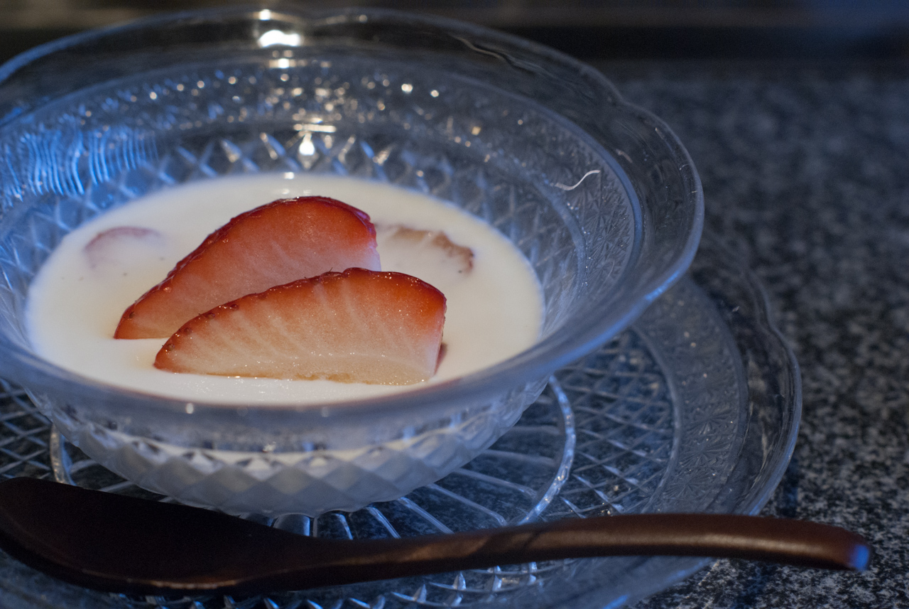 苺のミルクブランマンジェ