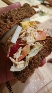 バルサミコチキンの八穀ブレッドサンドイッチ