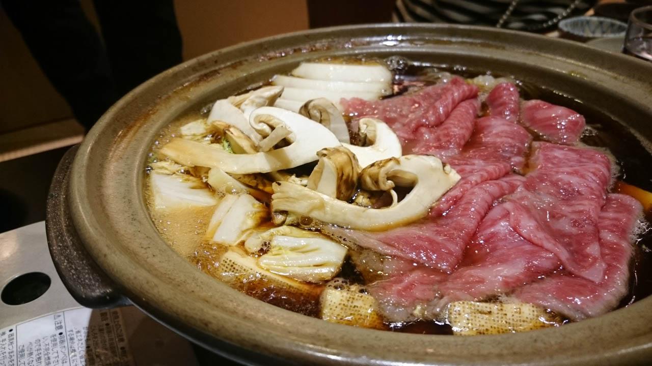 松茸と黒毛和牛のすき焼き