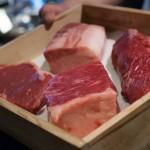 店内激セマ! 肉々しさ溢れるコスパの良い肉バル@恵美須町「御肉」