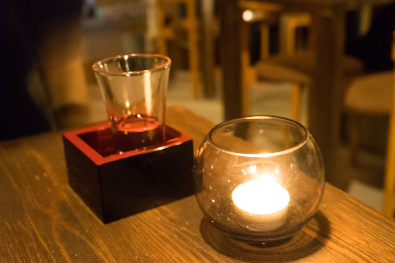日本酒とランプ