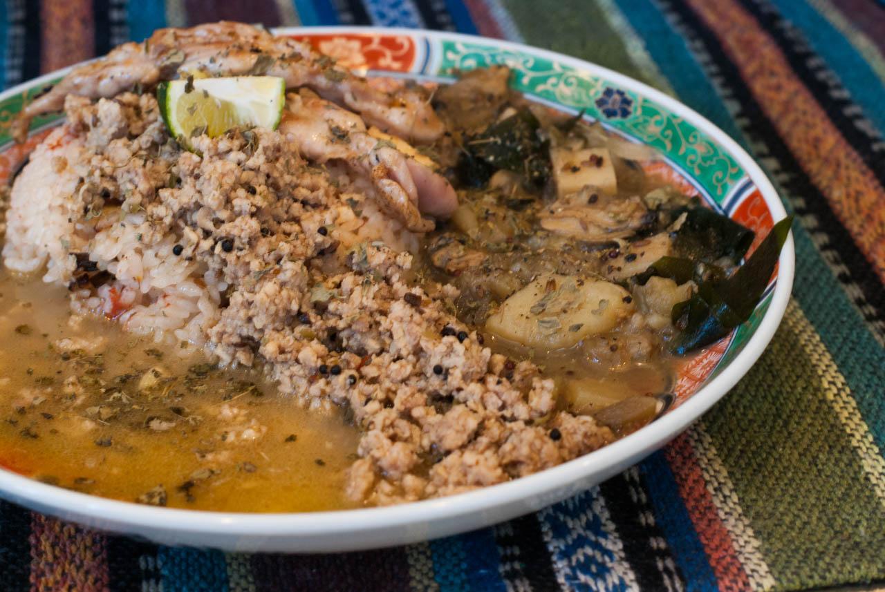 鯛出汁×鶏キーマの二層カレー・アサリとたけのこの塩カレー