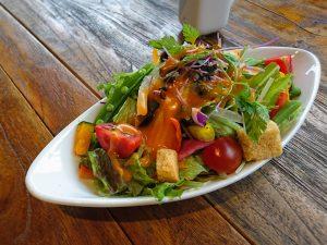 新鮮野菜たっぷりサラダ