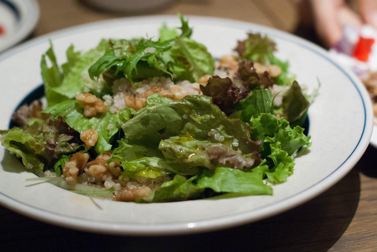 キヌアと胡桃のグリーンサラダ
