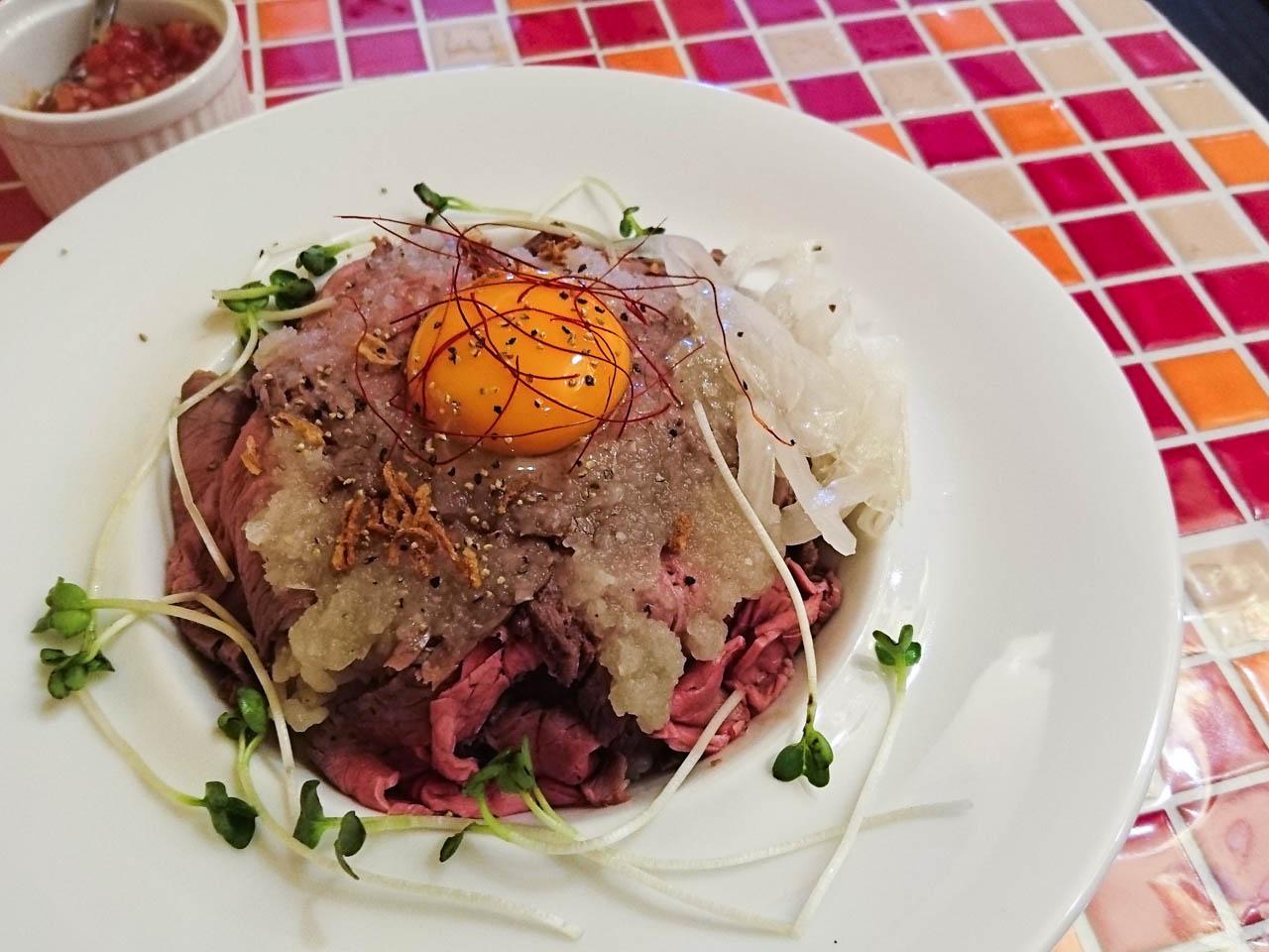 変わりソースのローストビーフ丼@上本町九丁目「SUNsUP」