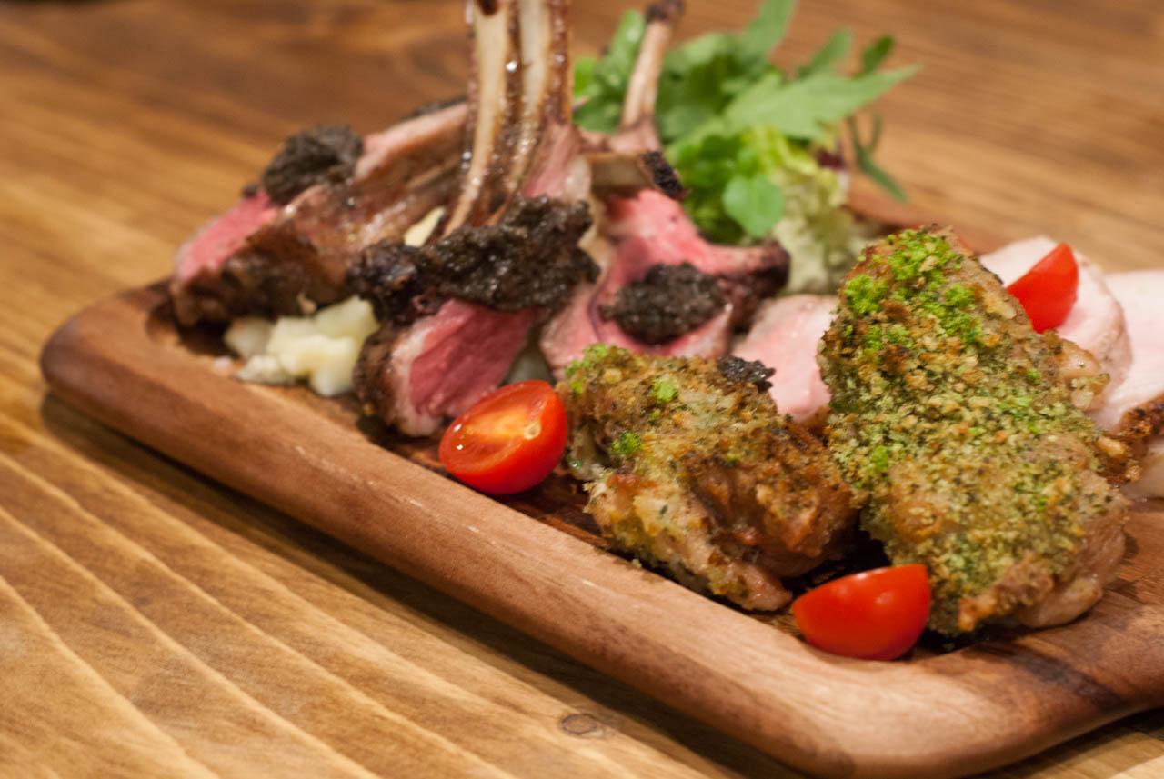 肉食女子会にぴったりの肉バル@梅田「Tree House Diner」