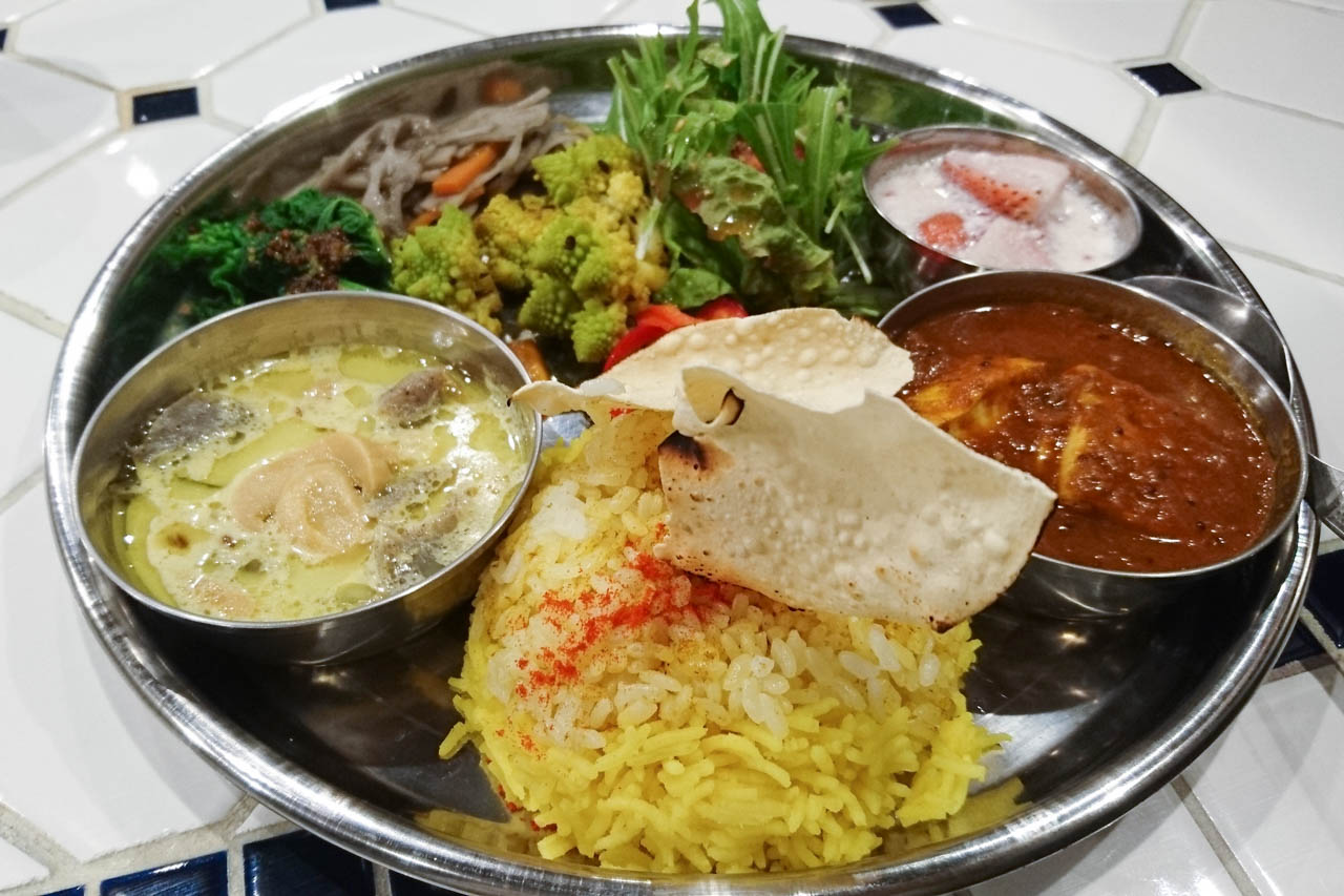 日曜限定、実は間借りじゃない野菜と豆と果物の本格カレー@中崎町「ナブサリカレー」